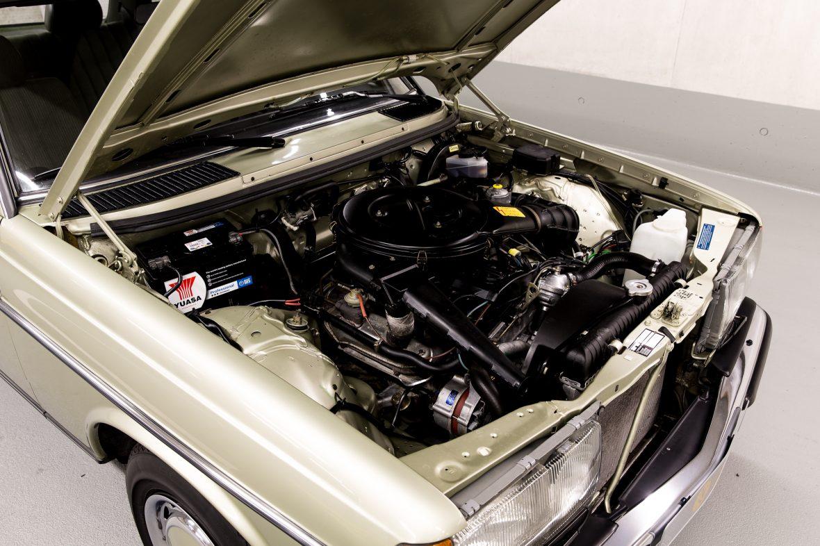 Mercedes-Benz W 123  200 11