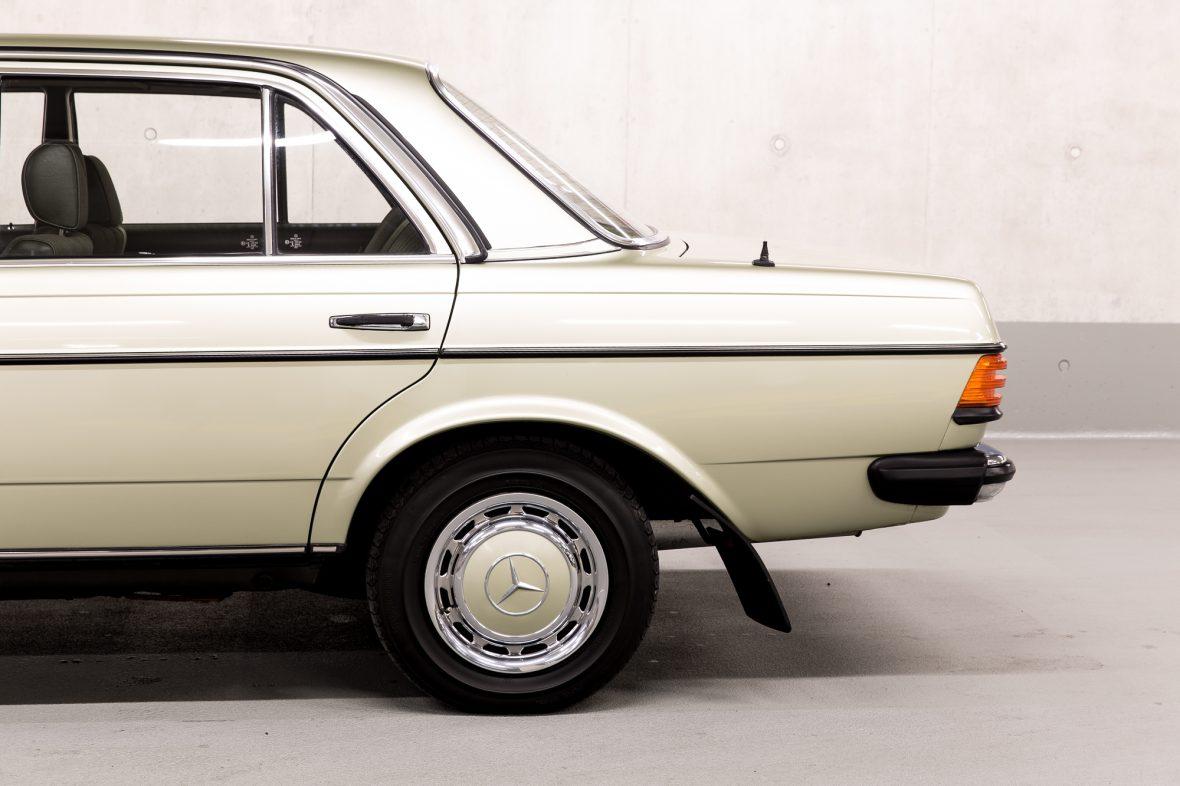 Mercedes-Benz W 123  200 4