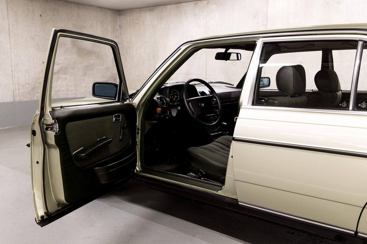 Mercedes-Benz W 123  200 9