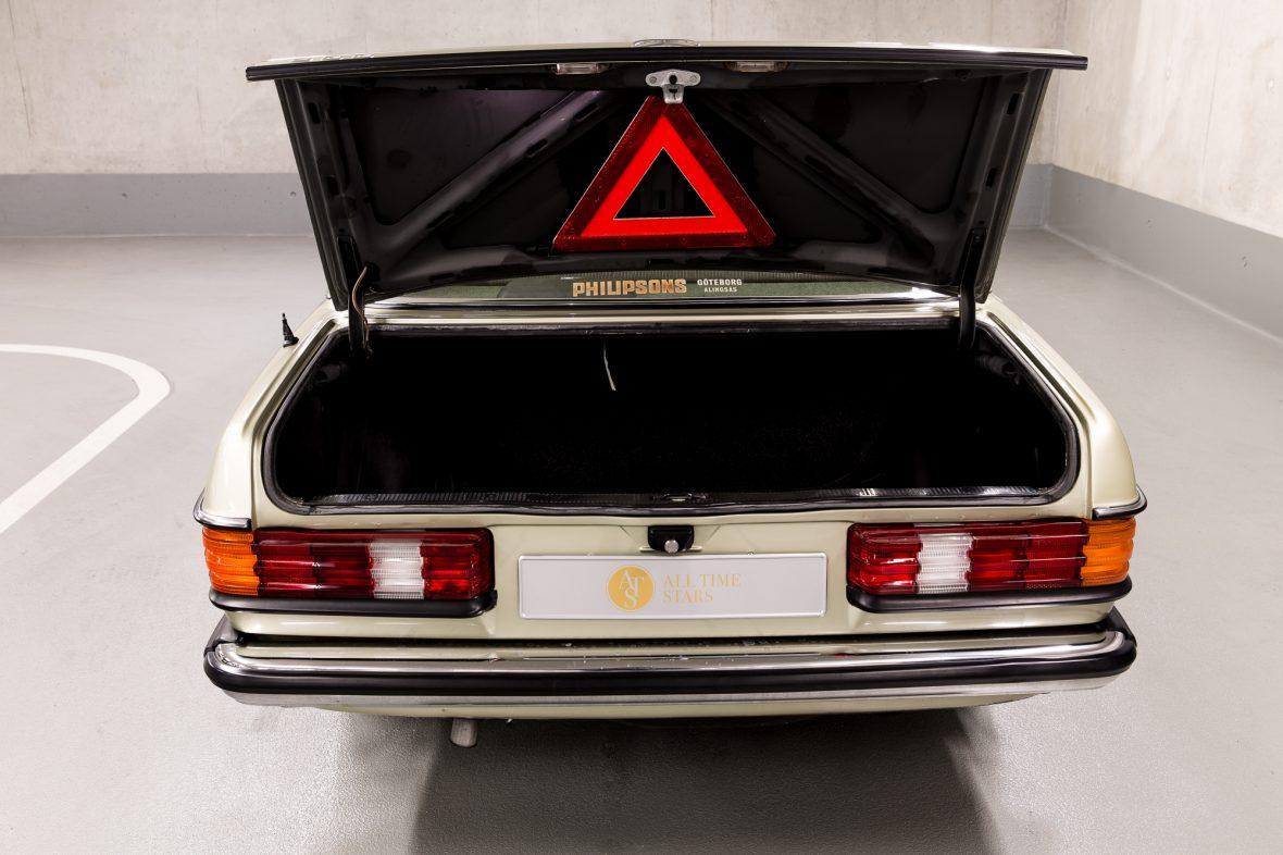 Mercedes-Benz W 123  200 12