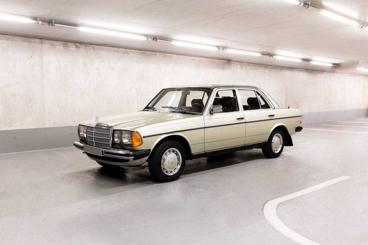 Mercedes-Benz W 123  200 1
