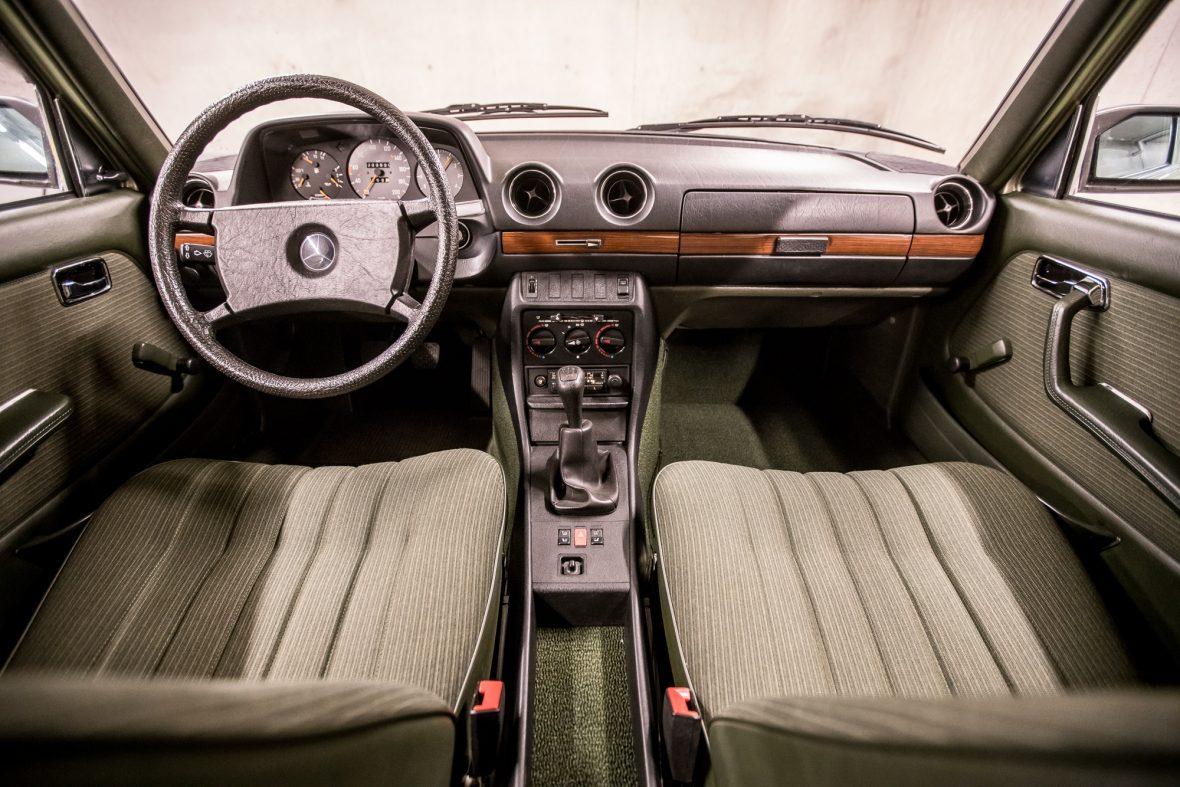 Mercedes-Benz W 123  200 13