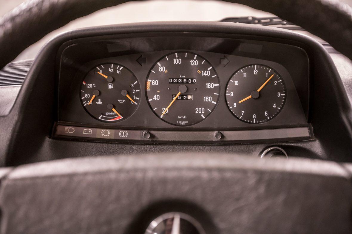 Mercedes-Benz W 123  200 15