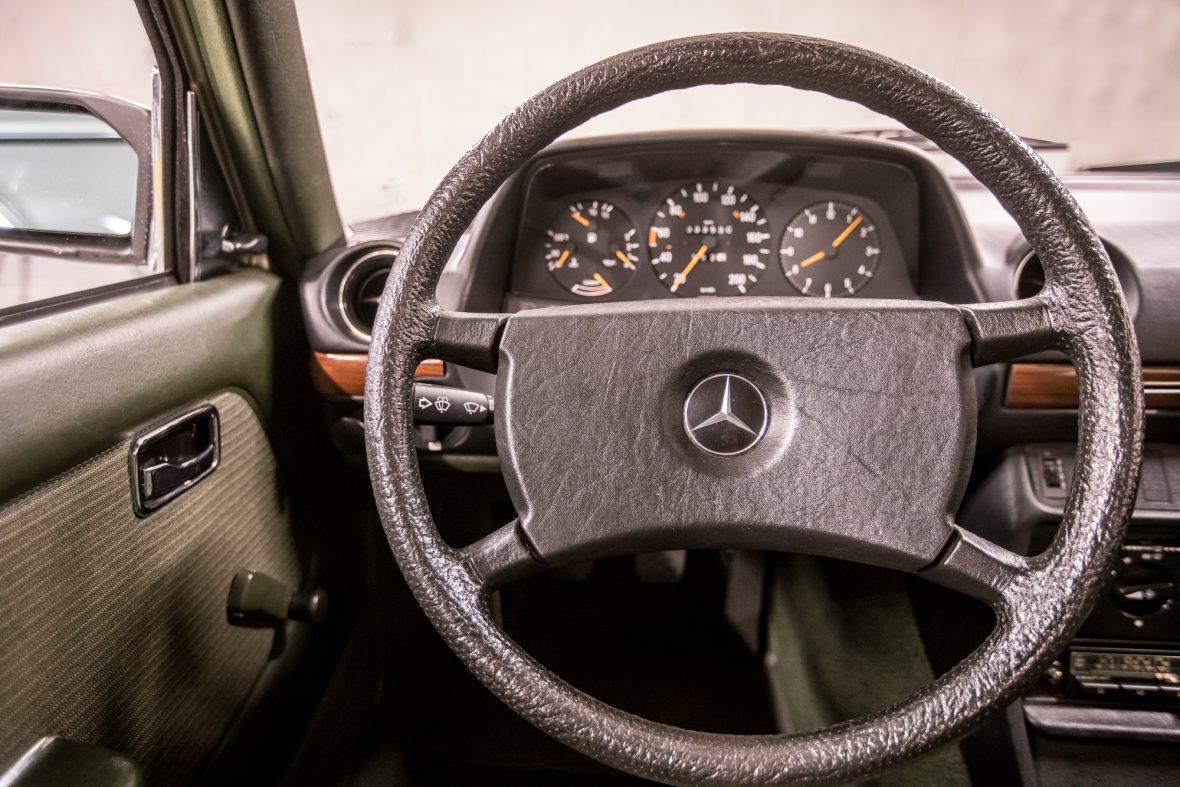 Mercedes-Benz W 123  200 14