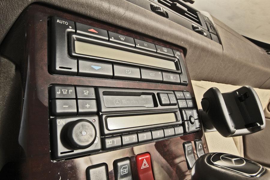 Mercedes-Benz R129 320 SL 17