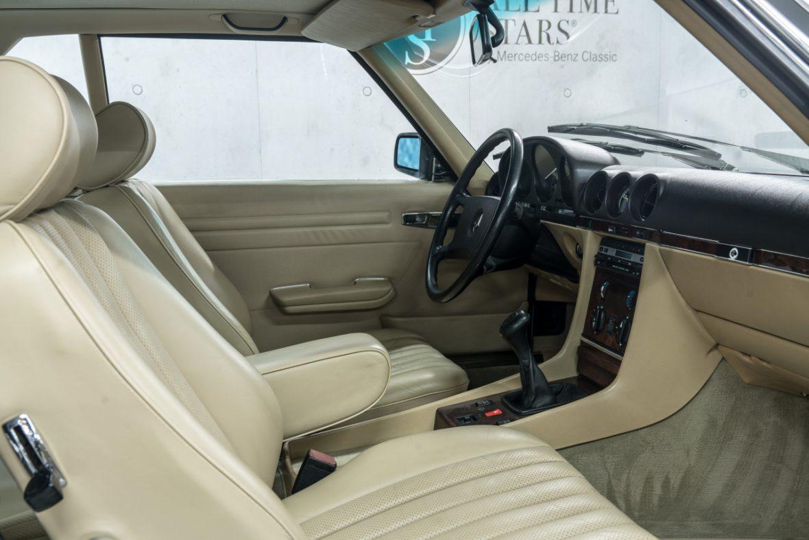 Mercedes-Benz 300 SL (R 107) 12