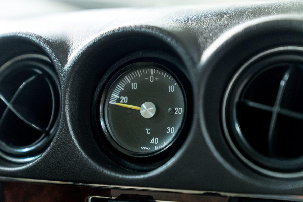 Mercedes-Benz 300 SL (R 107) 14