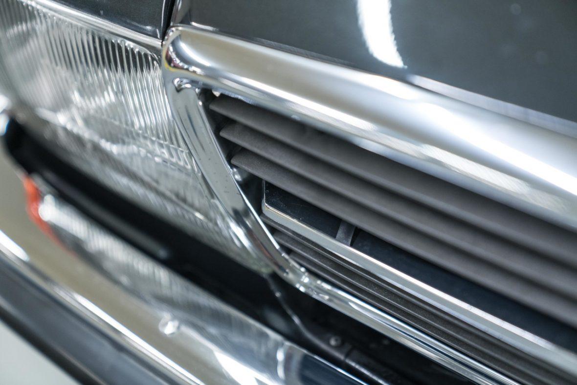 Mercedes-Benz 300 SL (R 107)