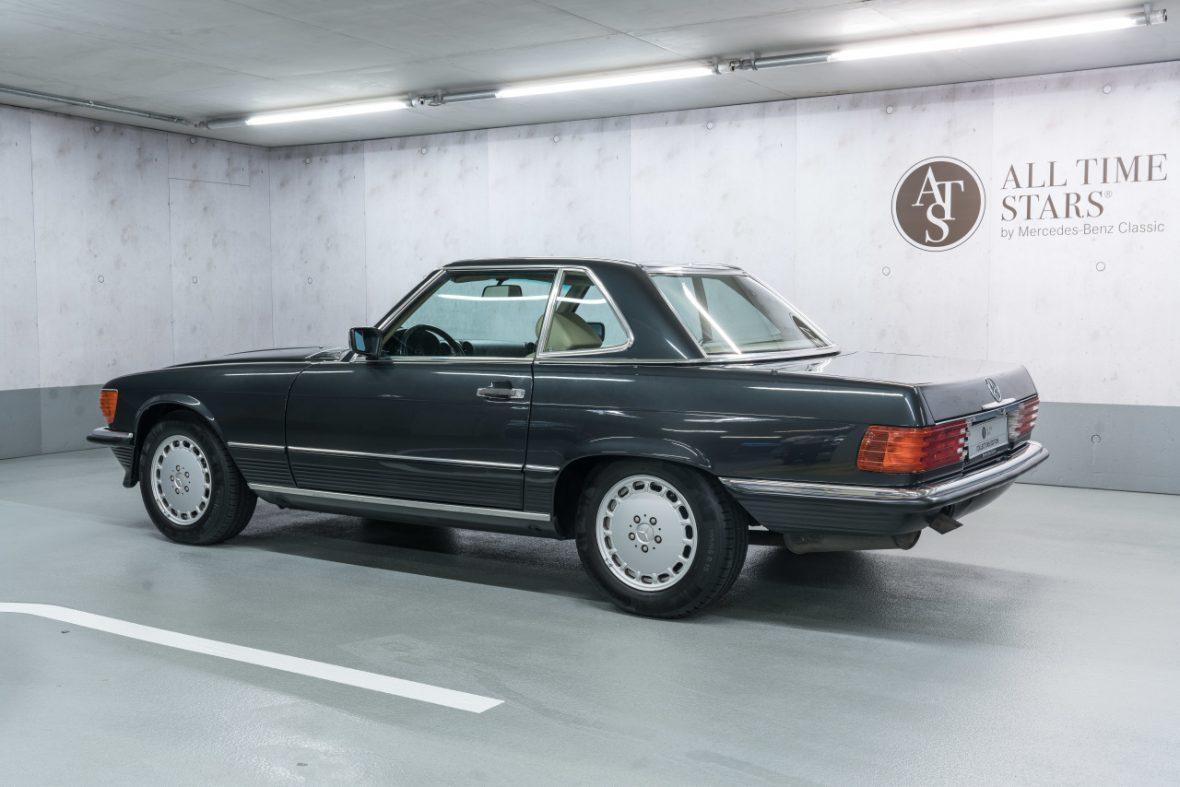 Mercedes-Benz 300 SL (R 107) 6