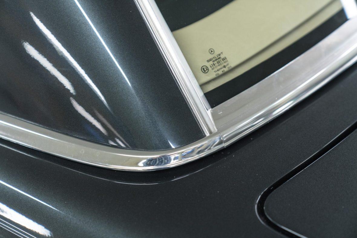 Mercedes-Benz 300 SL (R 107) 24