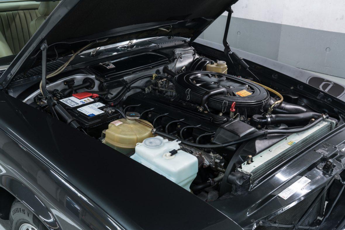 Mercedes-Benz 300 SL (R 107) 10