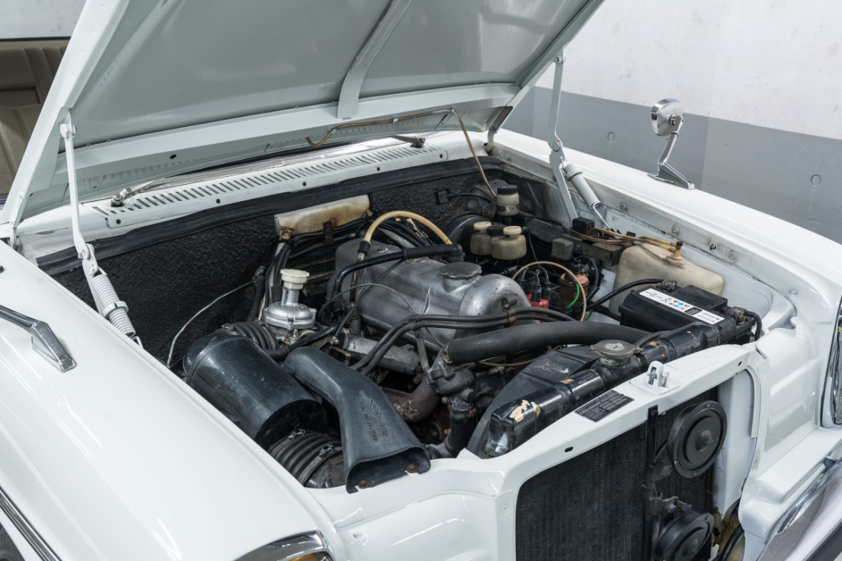 Mercedes-Benz 200 (W 115) 11