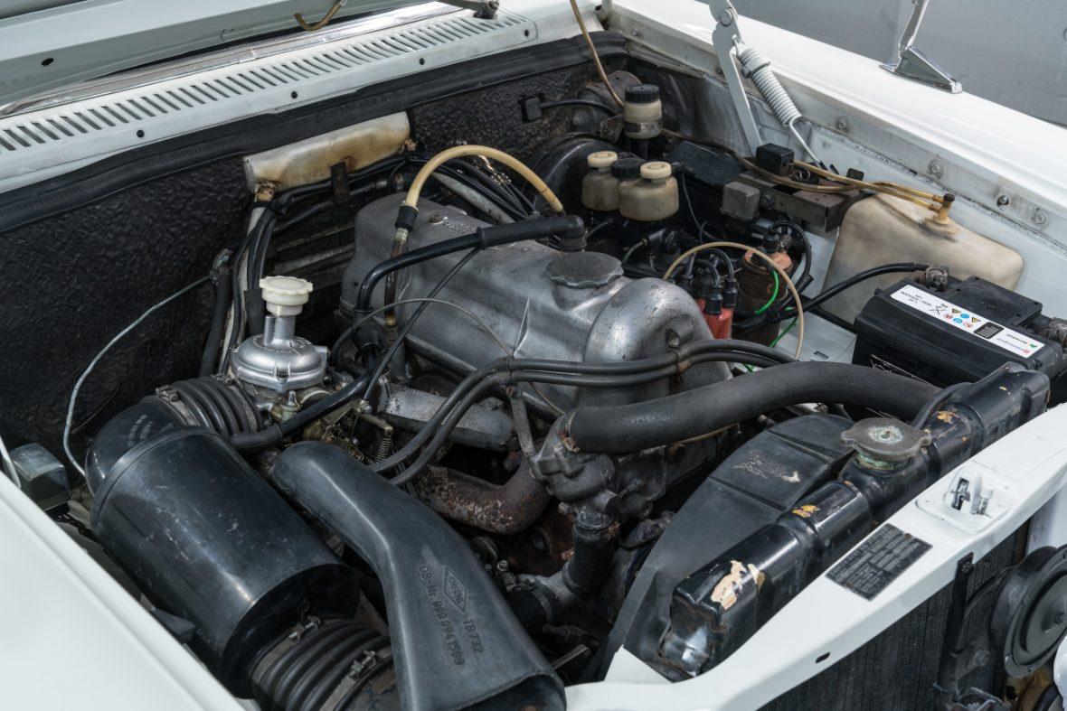 Mercedes-Benz 200 (W 115) 12