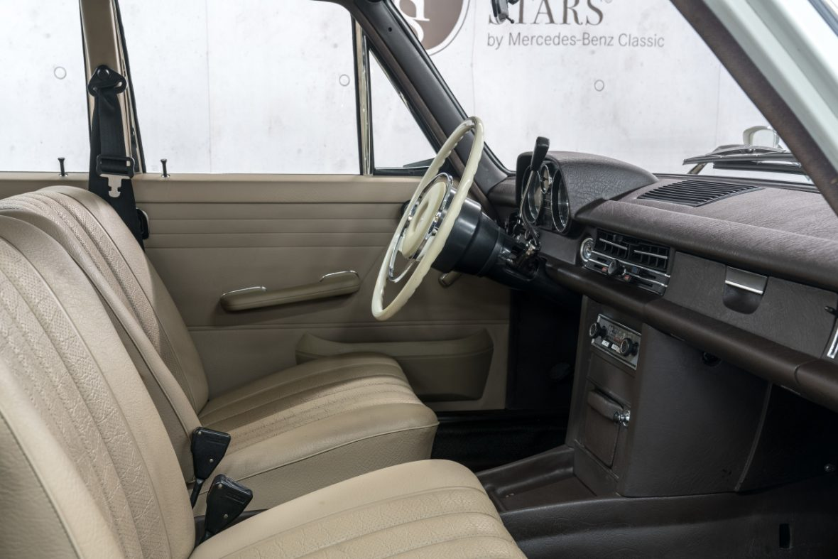Mercedes-Benz 200 (W 115) 13