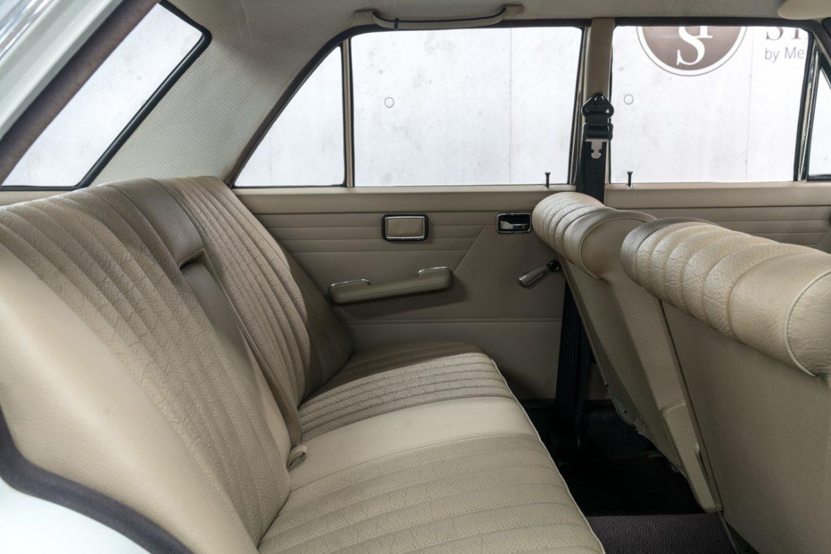 Mercedes-Benz 200 (W 115) 14