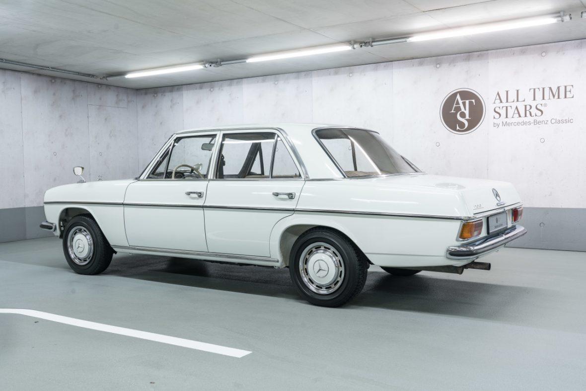 Mercedes-Benz 200 (W 115) 6