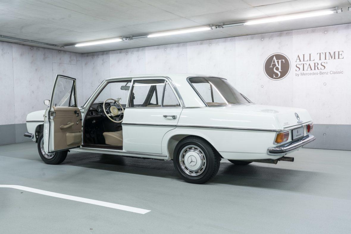Mercedes-Benz 200 (W 115) 7