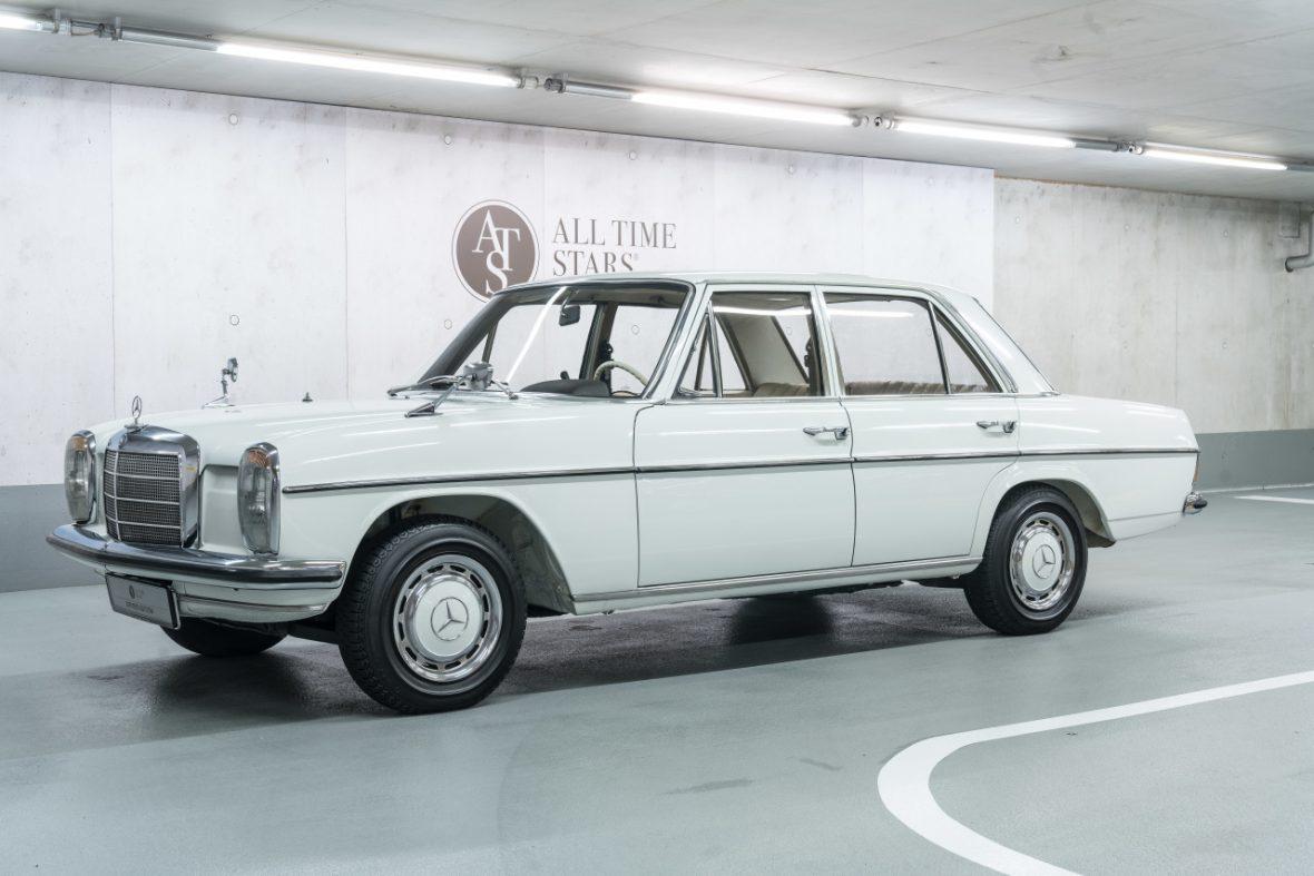 Mercedes-Benz 200 (W 115) 4