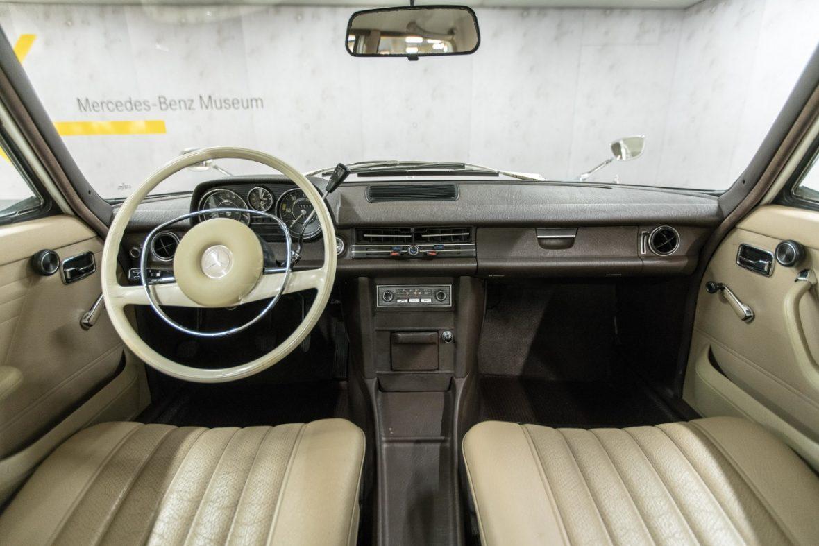 Mercedes-Benz 200 (W 115) 15