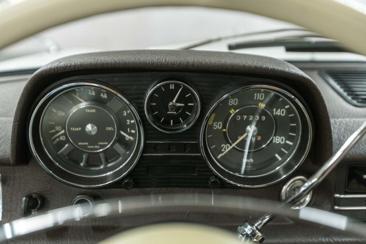 Mercedes-Benz 200 (W 115) 23