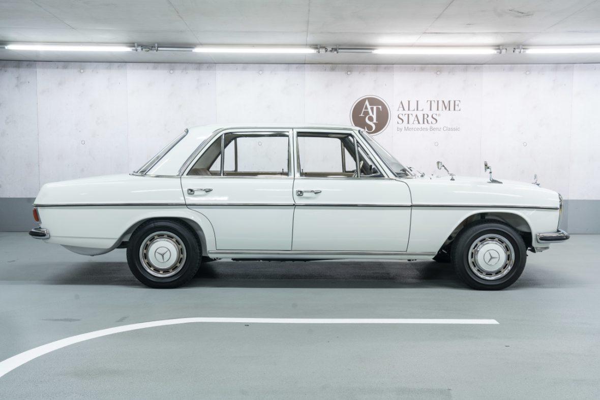 Mercedes-Benz 200 (W 115) 1