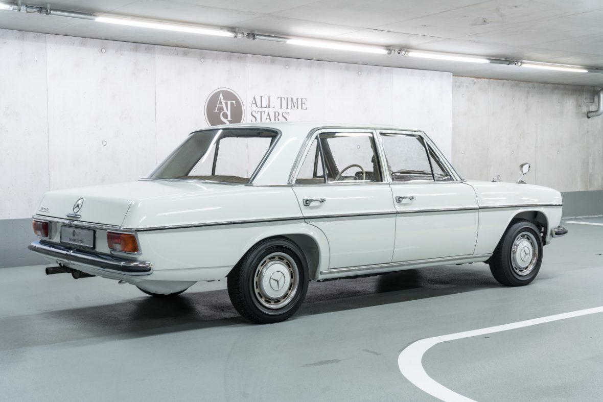 Mercedes-Benz 200 (W 115) 2