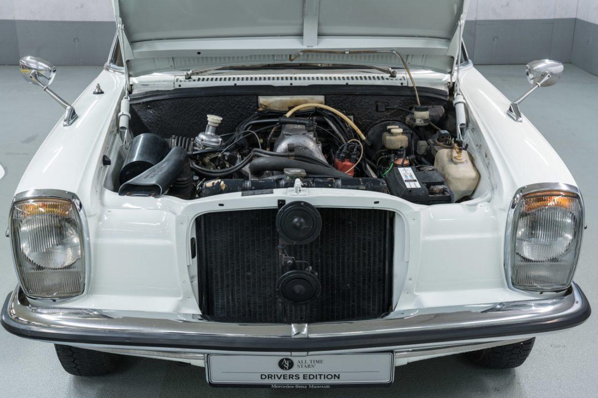 Mercedes-Benz 200 (W 115) 9