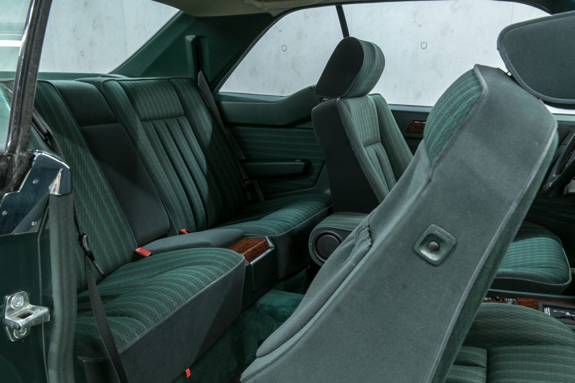 Mercedes-Benz 320 CE (C 124) 13