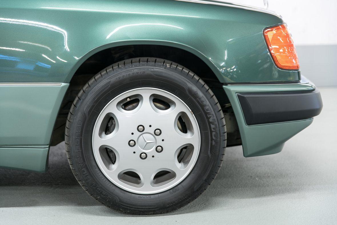 Mercedes-Benz 320 CE (C 124) 28