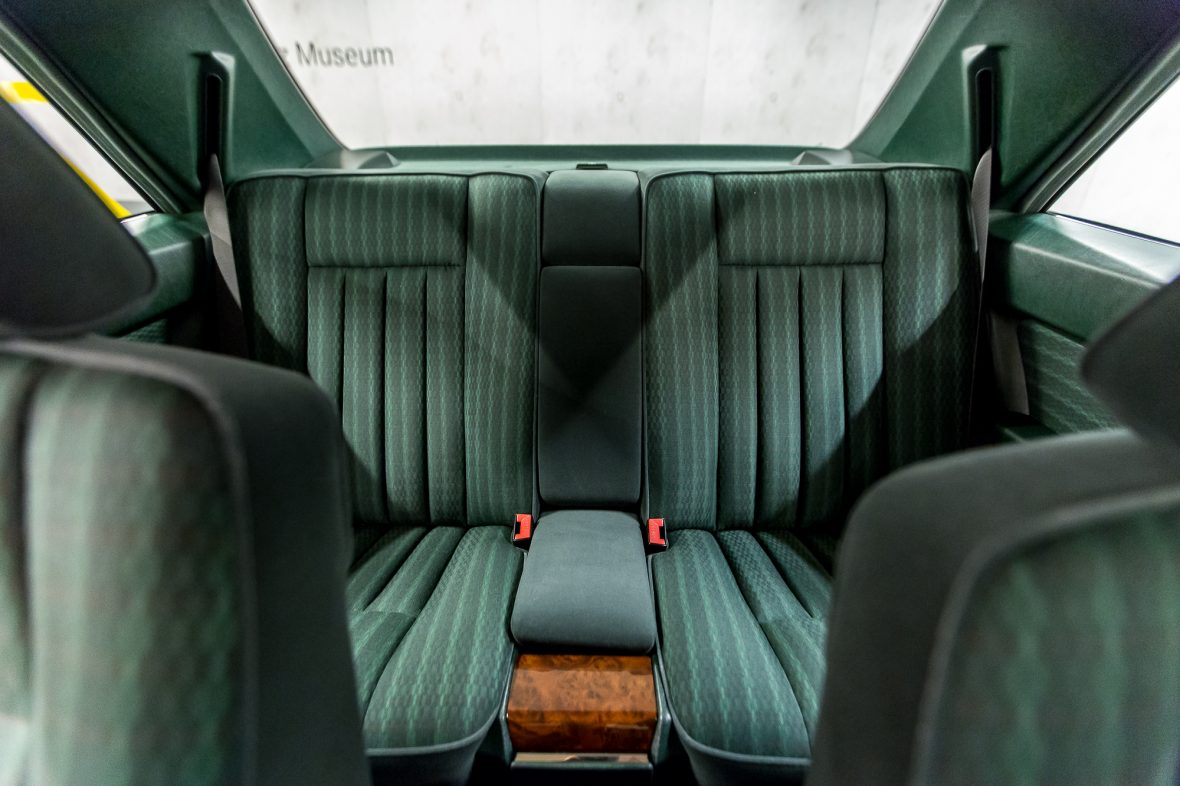 Mercedes-Benz 320 CE (C 124) 17