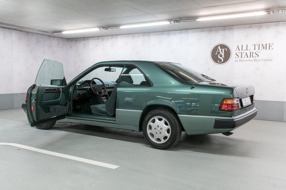 Mercedes-Benz 320 CE (C 124) 7