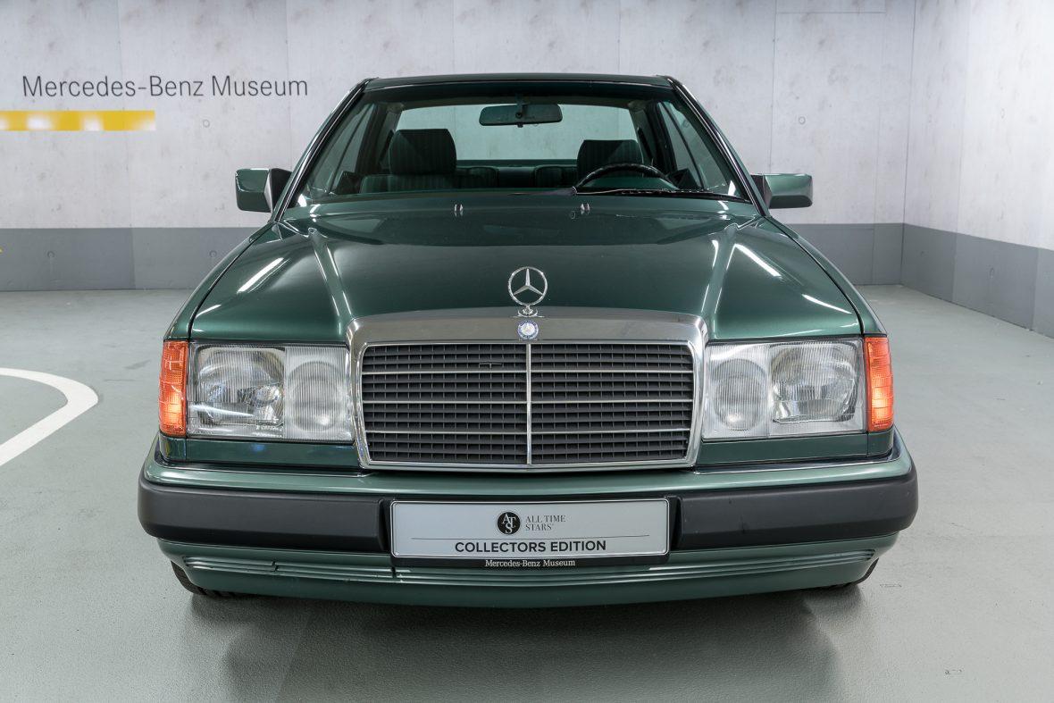 Mercedes-Benz 320 CE (C 124) 3