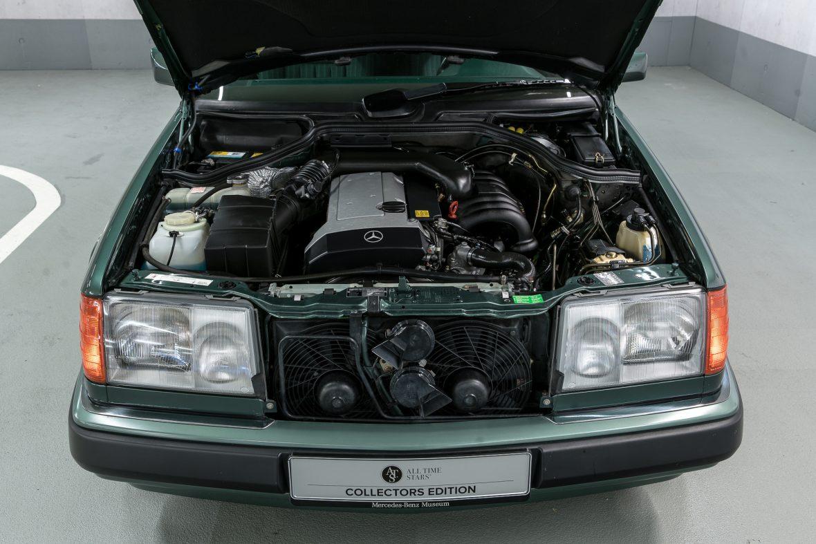 Mercedes-Benz 320 CE (C 124) 8