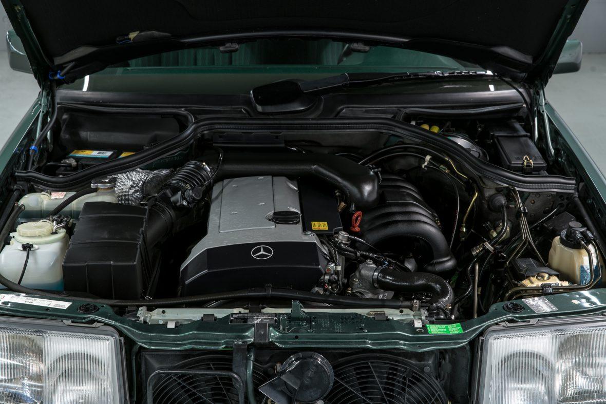 Mercedes-Benz 320 CE (C 124) 9