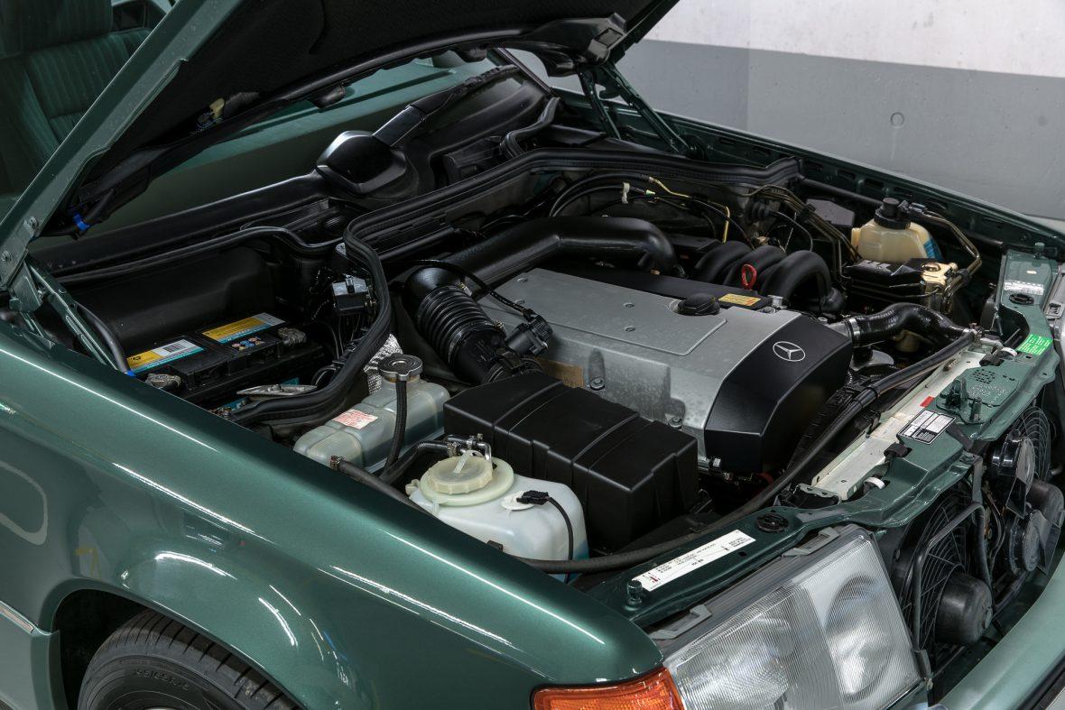 Mercedes-Benz 320 CE (C 124) 10