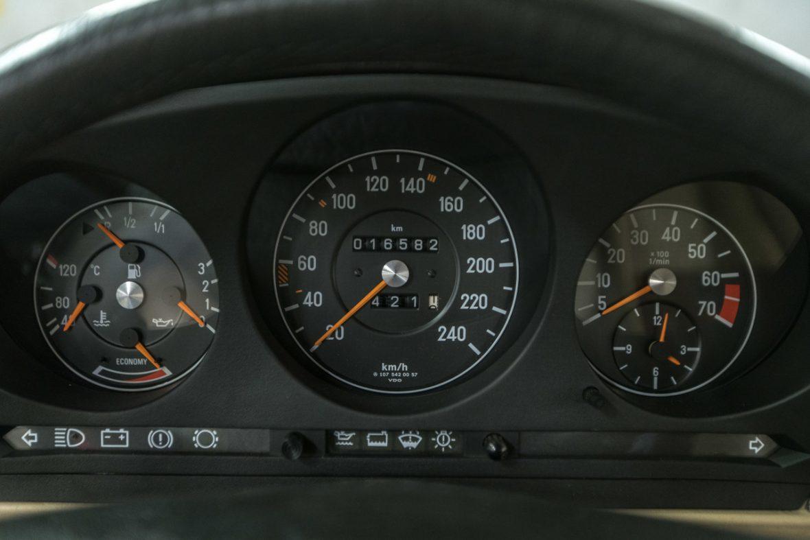 Mercedes-Benz 300 SL (R 107) 25