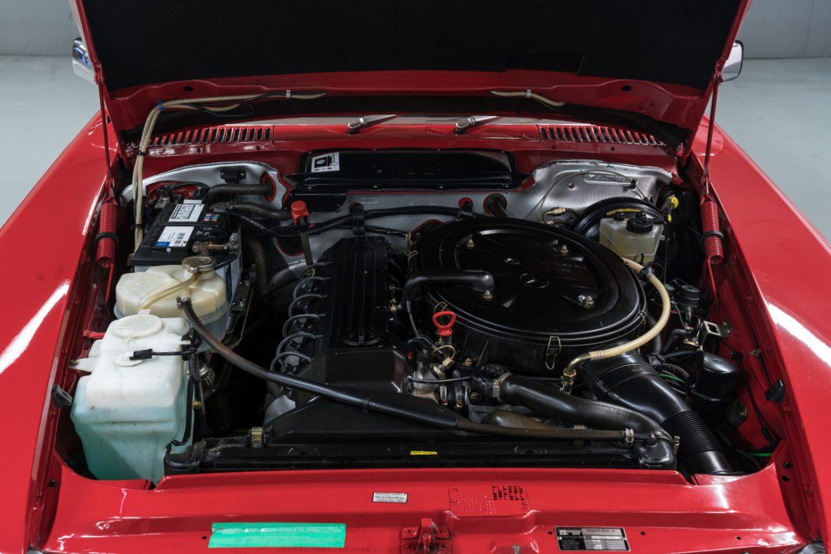 Mercedes-Benz 300 SL (R 107) 11