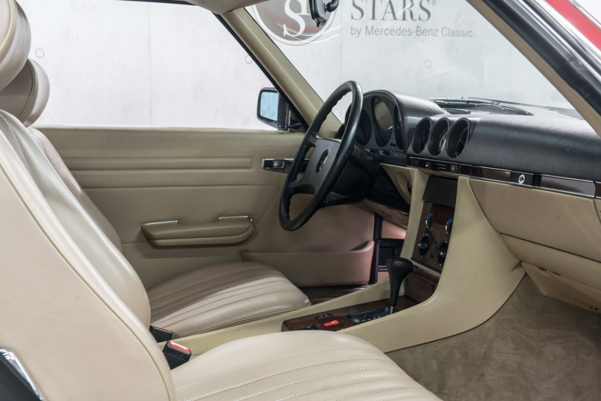 Mercedes-Benz 300 SL (R 107) 16