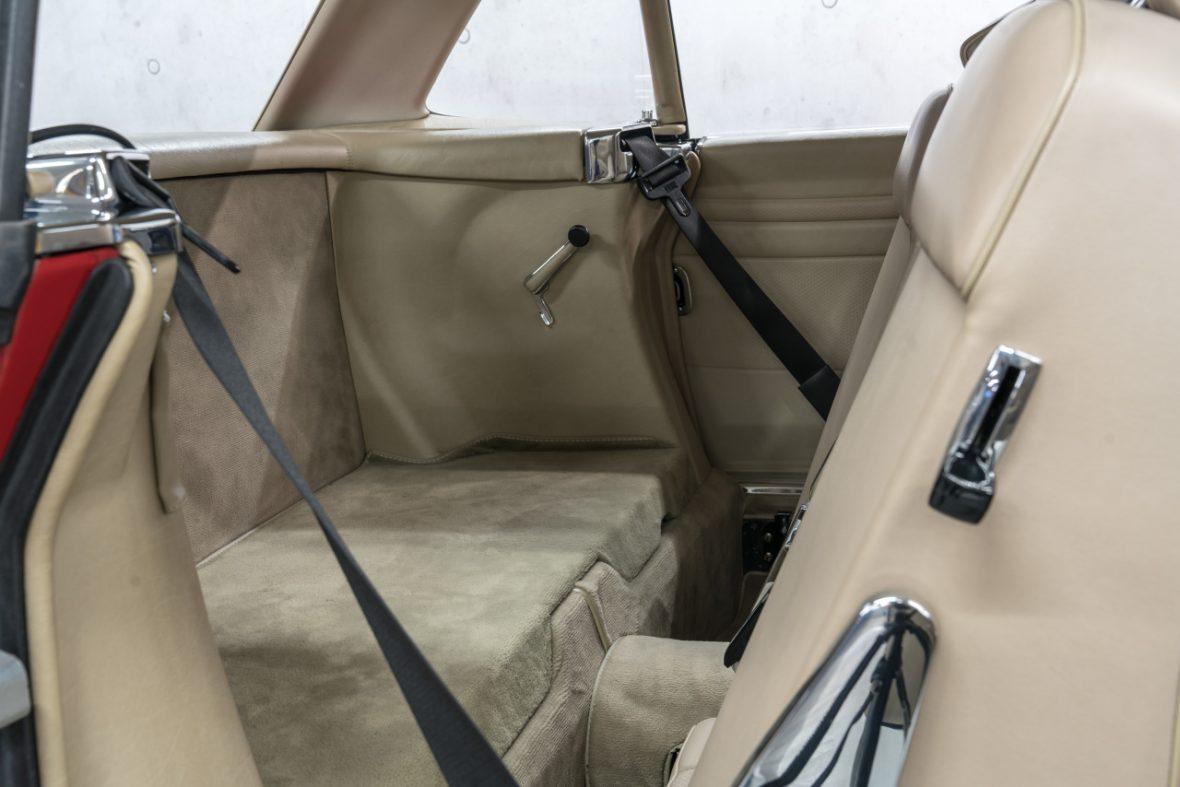 Mercedes-Benz 300 SL (R 107) 17