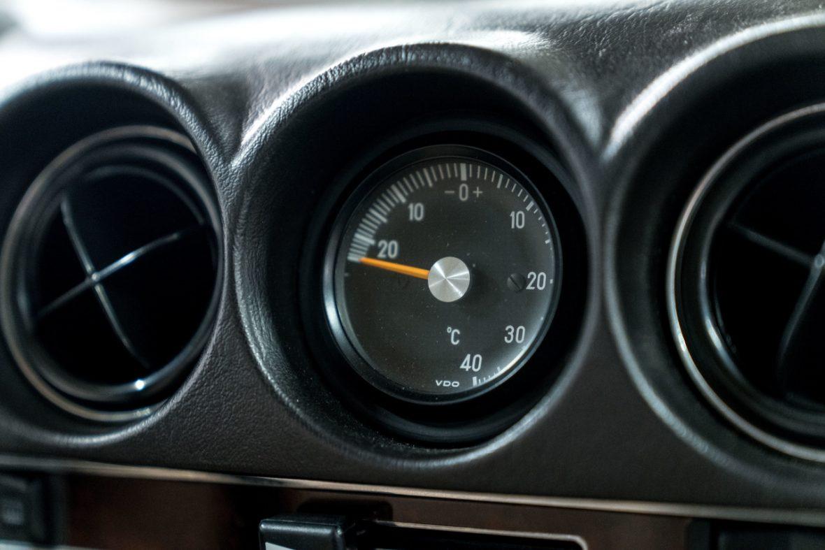 Mercedes-Benz 300 SL (R 107) 18