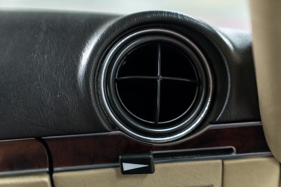 Mercedes-Benz 300 SL (R 107) 19