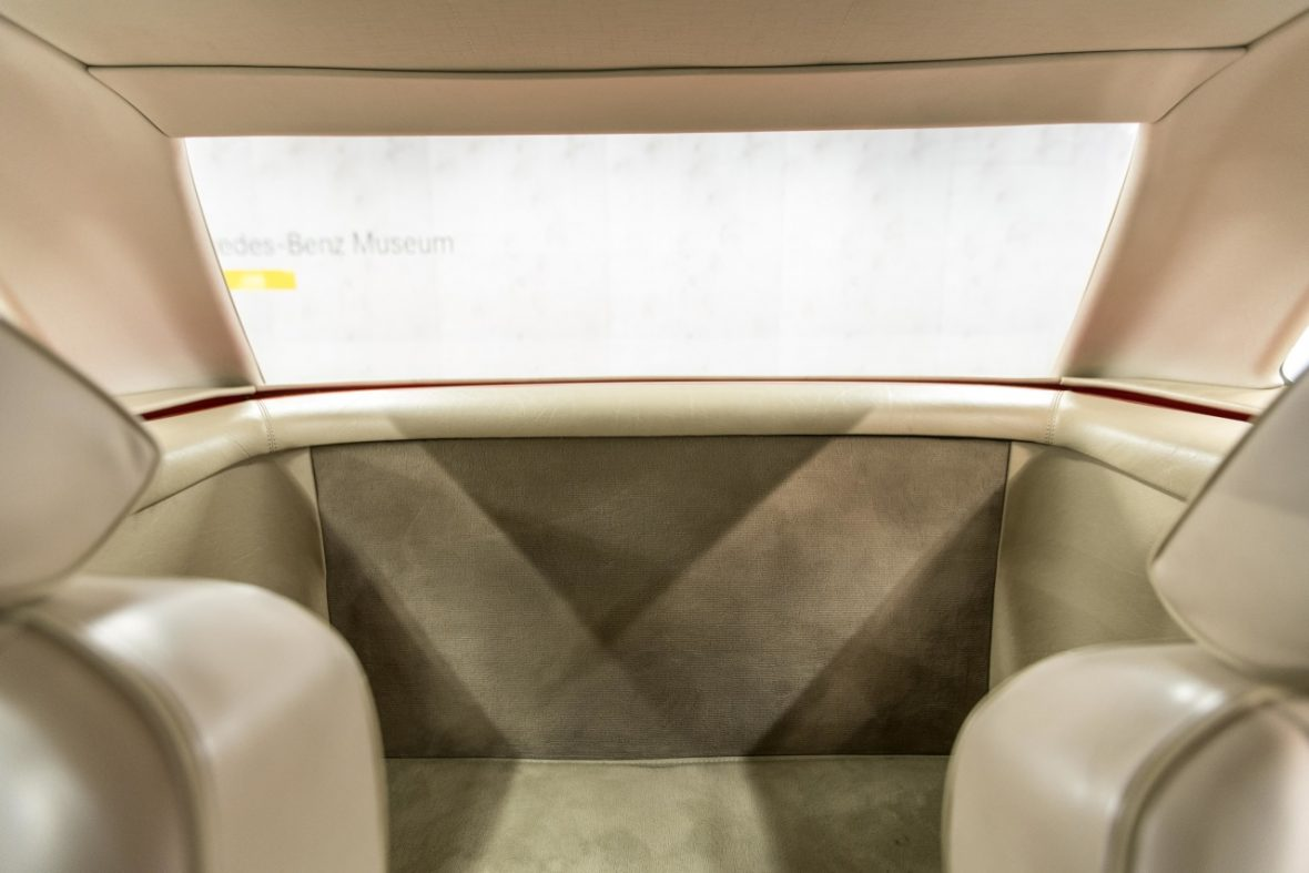 Mercedes-Benz 300 SL (R 107) 20