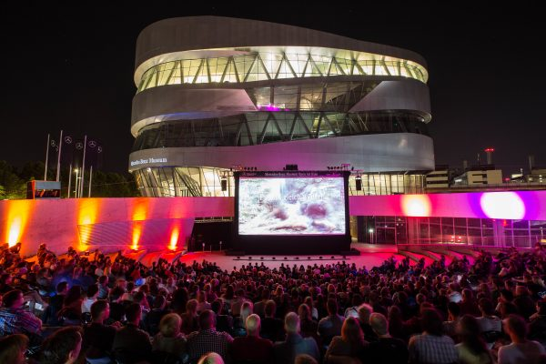 Open Air Kino am Mercedes-Benz Museum